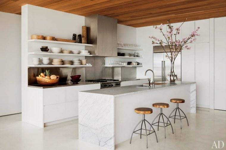 dam-images-decor-2013-01-white-kitchens-white-kitchens-01